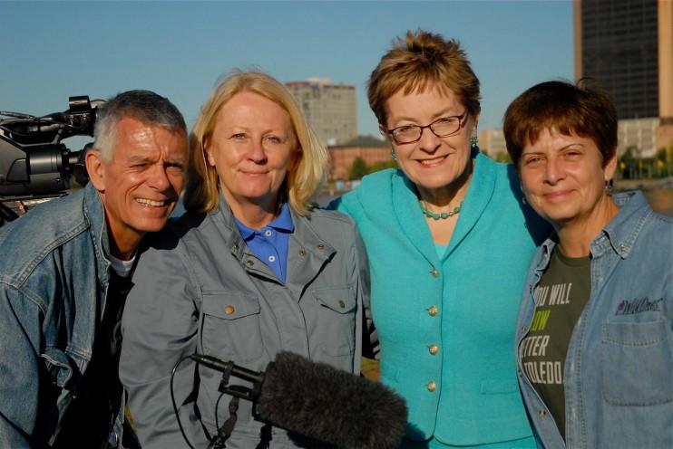 Marcy Kaptur with Hometown Habitat crew.